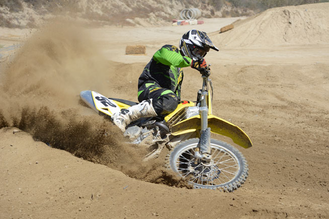 The RM-Z450 is known for its excellent handling. Changes to give its twin-spar aluminum chassis a little more flex have made the RM-Z450 even better.