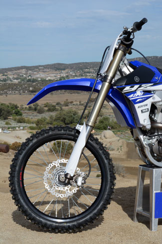 The YZ450F's 48mm KYB SSS fork features thinner outer tubes than last year's model to assist in chassis flex, but its fork springs are stiffer, going from 4.9 kg to 5.0 kg.