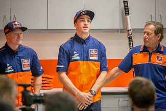 (left to right) Red Bull KTM team riders Justin Hill and Dean Wilson stand with team manager Roger DeCoster.