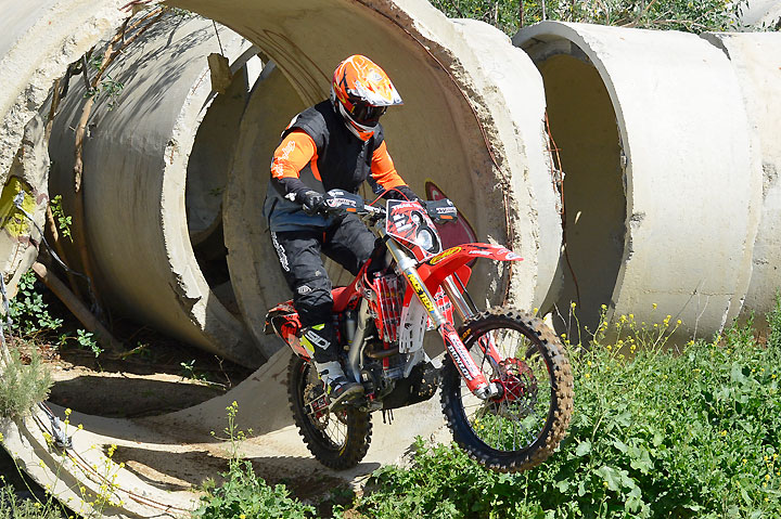 Jay Clark Enterprises built this Honda CRF2506X to show how easy it really is to convert a bona fide dirtbike for dual sport use. Unfortunately, for Californians, emissions regulations prohibit such modification. Too bad, because the bike works great!
