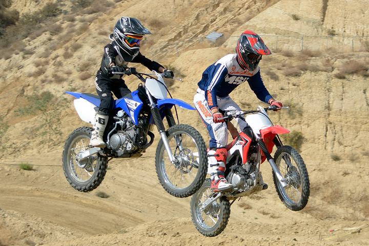 Drum Brakes Vs Disc Brakes >> Honda CRF125F vs. Yamaha TT-R125LE Comparison