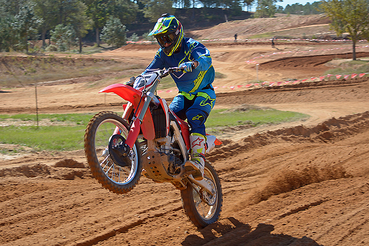 The CRF450R required only minor clicker adjustments to please our expert test rider, Nic Garvin. The CRF's suspension delivers a plush feel with excellent control over rough ground and when landing from skyshot jumps.
