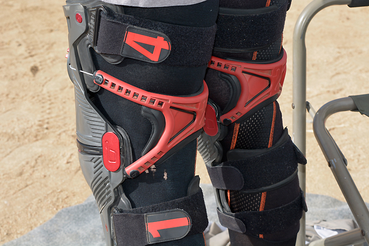 """The Mobius X8's patent-pending CCRS grasps the riders leg to prevent the braces from """"walking"""" during hard rides. The Velcro straps on each brace are numbered to show the cinching order. Our one complaint was that some of the straps can be easy to knock off when the rider puts on a pair of pants."""