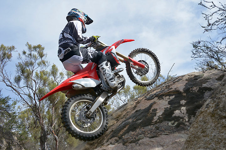 Despite weighing 18 lbs. more than its motocross sister, the 2017 Honda CRF450RX is an agile and precise-handling machine.
