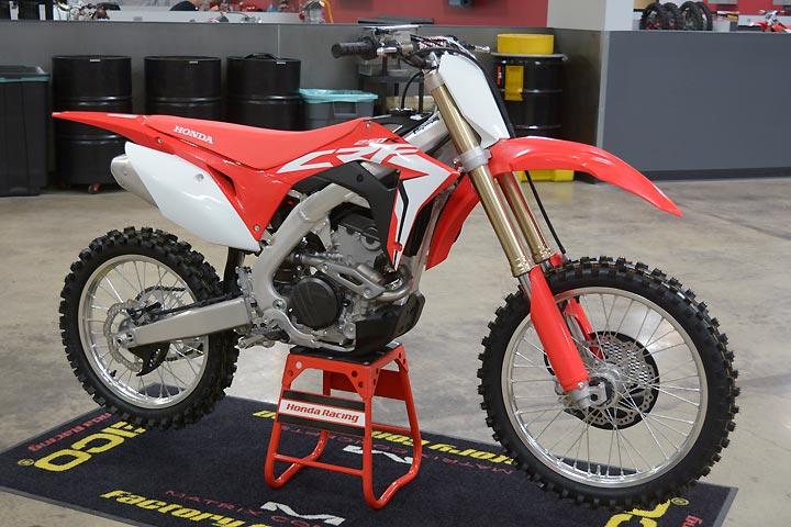 Honda 2018 Crf250r First Look Dirt Bikes