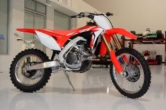 2017-Honda-CRF450%X-Rt-Side-08-11-2016